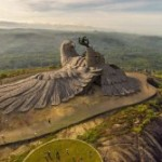'World's largest bird statue' in Kerala park