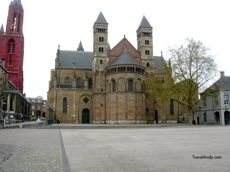 Saint Servatius Basilica during the day