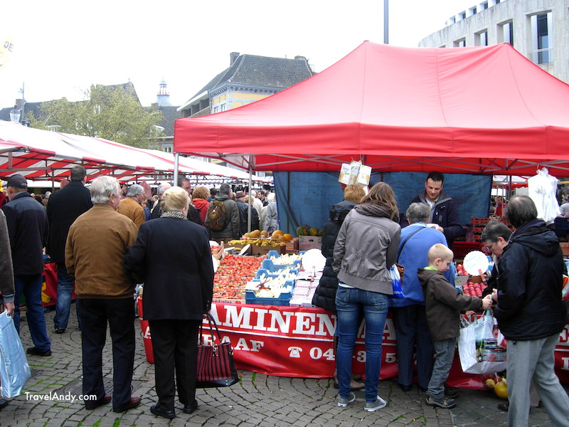 Saturday market at Markt